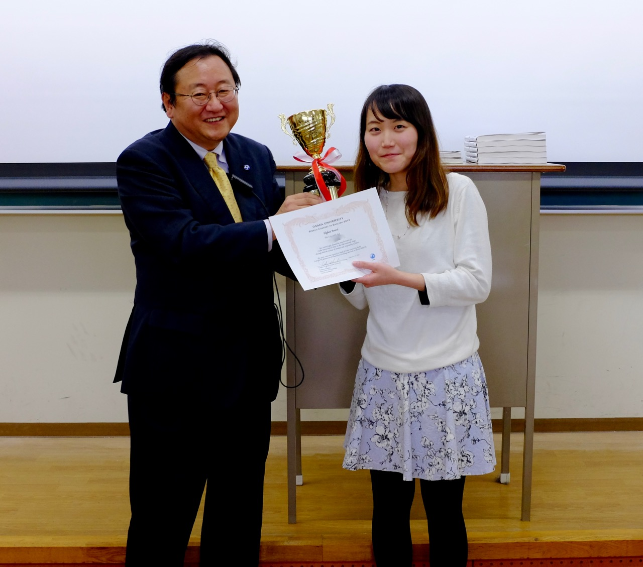 Miss Nana Chishima, being presented with the Highest Award by Professor Hoshino, Osaka University's  Executive Vice President.